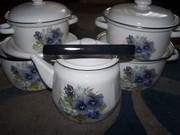 Набор посуды, кастрюли, чайник